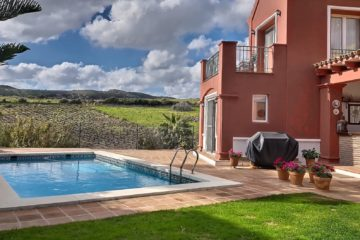 Private Villa with Swimming Pool in La Duquesa Golf