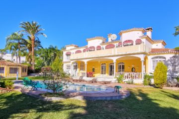 Grand villa with private pool