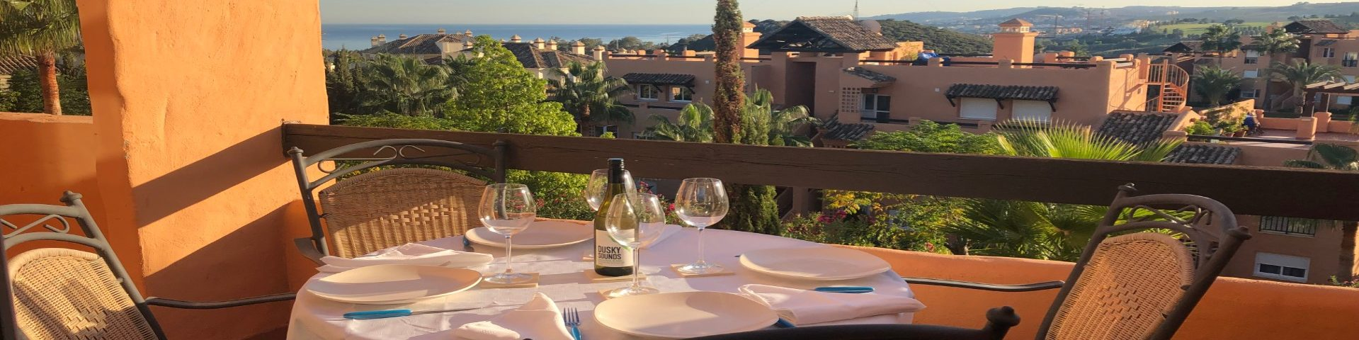 Dining al fresco with a beautiful sea view