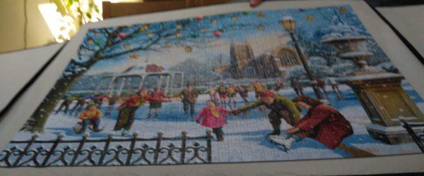 Mum jigsaw Festive skaters lockdown manilva
