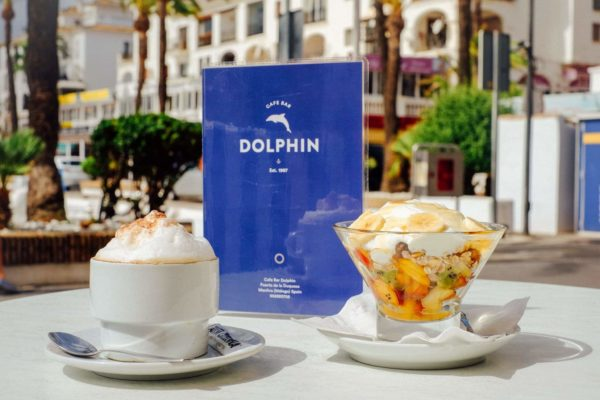 Coffee and breakfast at the Dolphin Bar